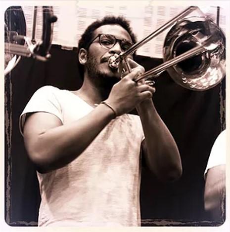 Mani . Trombone