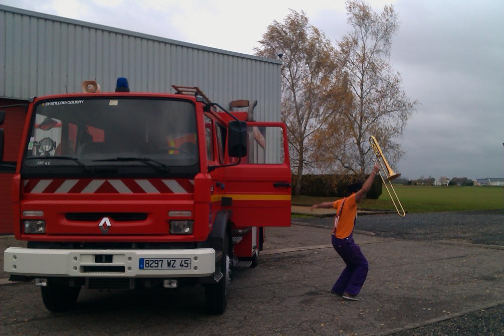 Fabien saute du camion