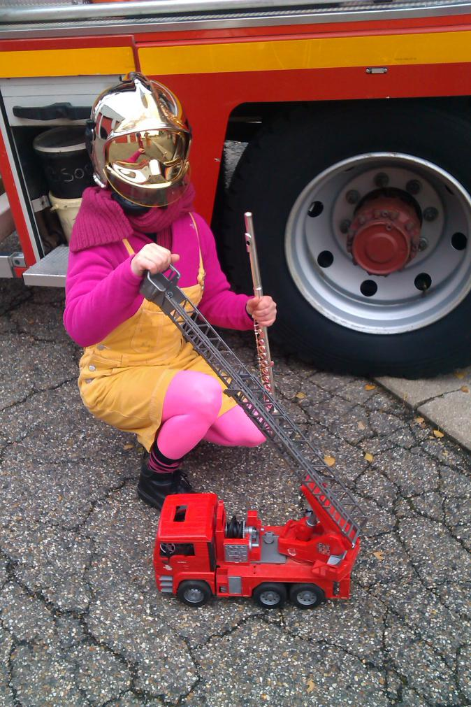 Sophie et son camion de pompier !
